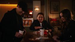 Nora conhecendo Caitlin e Harry