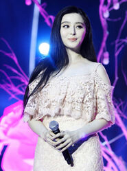 Fan-Bingbing-In-Tadashi-Shoji-Shenzhen-TVs-New-Year-Concert-2