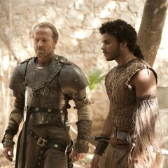Kovarro aiding Jorah Mormont in