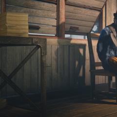 Topping ligoté à une chaise