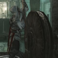 Ezio actionnant le mécanisme l'énigme