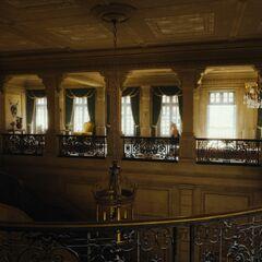 L'escalier principal dans le vestibule