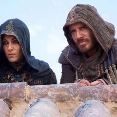 正在观察情况的阿基拉·狄尼赫拉与玛丽亚