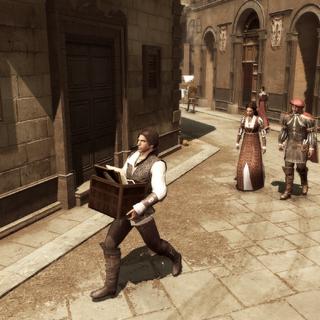 Ezio loopt met de schilderijen naar huis.