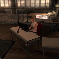 露西在藏身处的工作环境