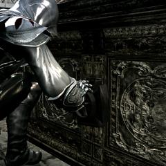 Ezio ouvrant le coffre des Templiers