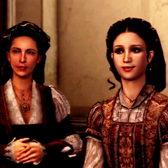 玛利亚和克劳迪娅在盛开蔷薇。