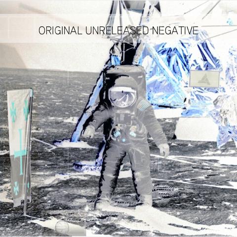 未发布的原版登月照片的负片
