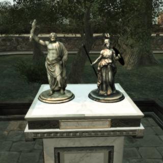 De beeldjes van Jupiter en Minerva in Monteriggioni.
