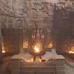 呢喃祭坛中的赫卡忒神像