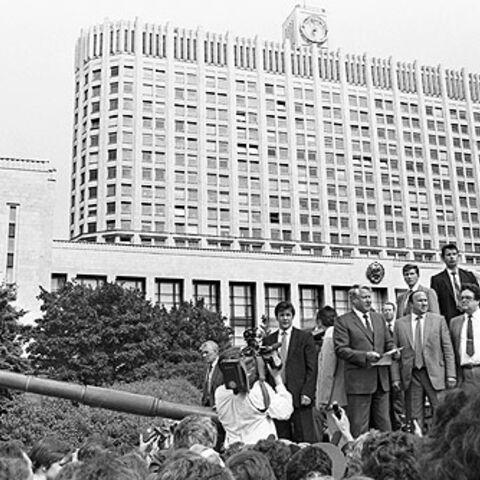 叶利钦公开反对一场针对戈尔巴乔夫的未遂政变