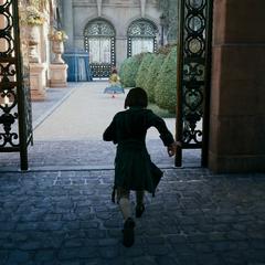 Arno suivant Élise de la Serre