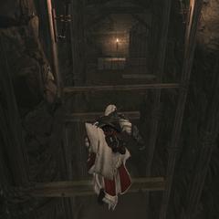 Ezio parcourant les souterrains