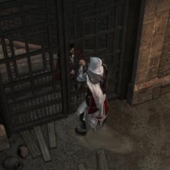 Cesare tentant d'enfermer Ezio derrière lui