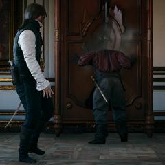 Victor, la tête encastrée dans une armoire