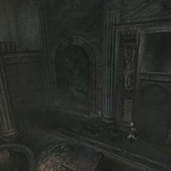 Ezio explorant la salle
