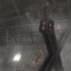 Le lustre défonçant la grande croix