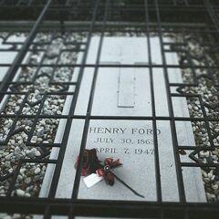 亨利·福特的墓碑