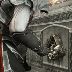 Ezio opent de kist.