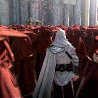 <b>Ezio</b> traversant une foule de Cardinaux à Rome