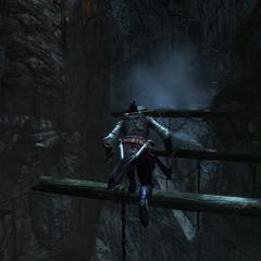 Aveline baant zich een weg door de grot