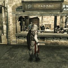 Ezio se procurant l'équipement nécessaire auprès d'un forgeron