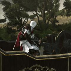 Ezio s'apprêtant à manier la mitrailleuse