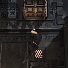 Ezio klimt naar de kamer van Cristina.