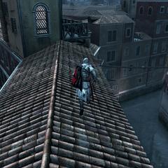 Ezio faisant la course sur les toits