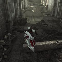 Ezio passant par-dessus une poutre effondrée