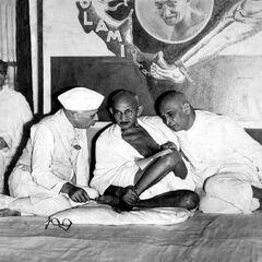 甘地、尼赫鲁与帕特尔三人参加国大党中央委员会会议