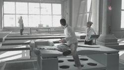 Vidic Desmond attacco Assassini laboratorio Abstergo