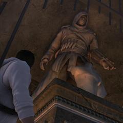 戴斯蒙德看着阿泰尔的雕像
