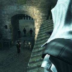 Ezio espionnant les Templiers