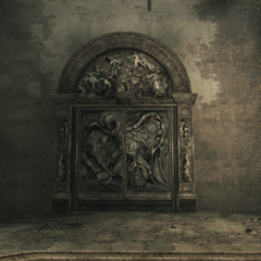De deur van de grote hal.