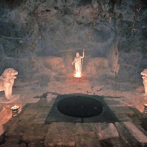 洞窟深处的祭坛,陈列着宙斯和守卫他的狮子的雕像