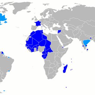 Le Premier espace colonial en bleu clair et le Second espace colonial en bleu foncé