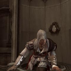 Ezio gaat naar binnen.