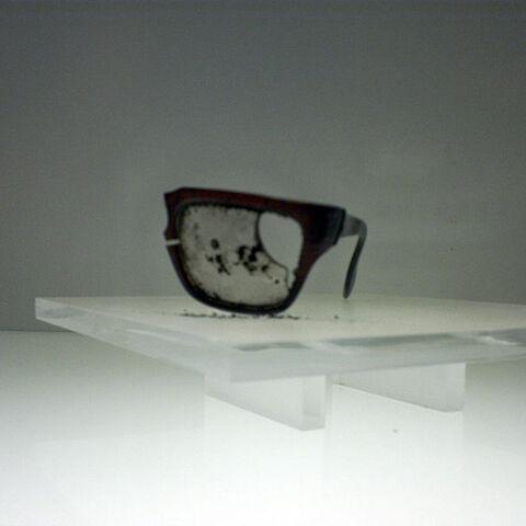 阿连德被子弹击碎的眼镜