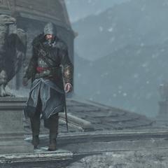 Ezio bekijkt de tuin van het kasteel