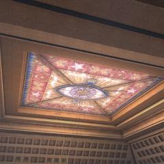王座室的彩绘玻璃天花板