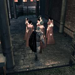 Ezio s'approchant d'un groupe de jeunes dames
