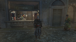Ezio stojący przed stoiskiem krawieckim w Konstantynopolu