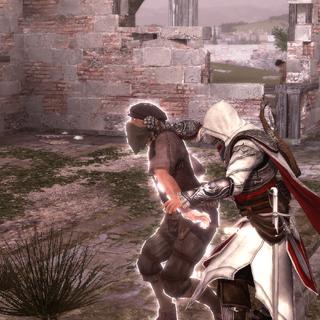 Ezio tabassant un autre membre des Cento Occhi