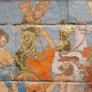 阿瑞斯被描绘在公元前5世纪希腊的一幅壁画中,在他的右边的是<a href=