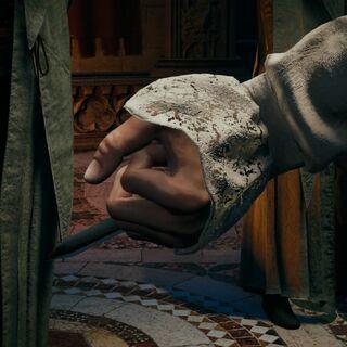 Arno actionnant sa lame secrète