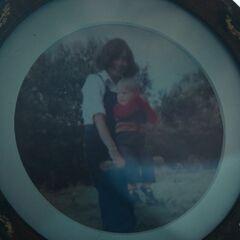 索菲娅和他母亲的合照