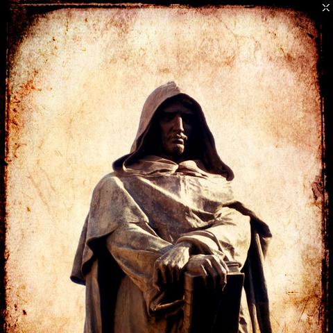布鲁诺的雕像,位于他被处死的地方——罗马的鲜花广场。