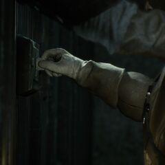 Arno ouvrant la porte du <b>temple</b>...