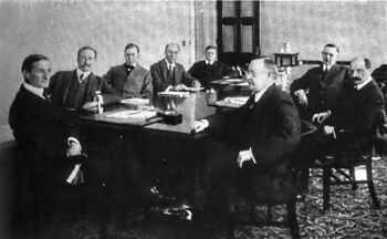 800px-United States Federal Reserve Board, 1917